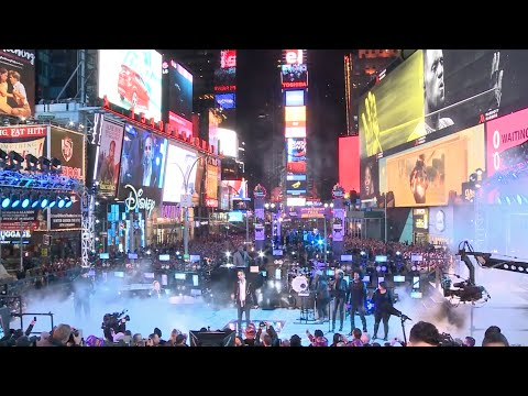 New York Times Square New Year's Celebration 2016 - Countdown auf Toshiba Vision LED Screens