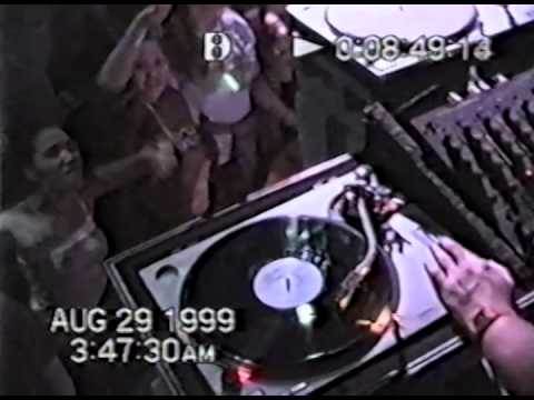 1999 Jujubeats by B3-DJ Dan with a great view of the crowd