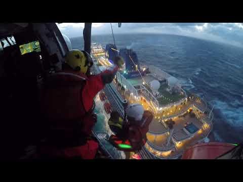 Así fue la evacuación de una pasajera del crucero Britannia hasta un hospital coruñés