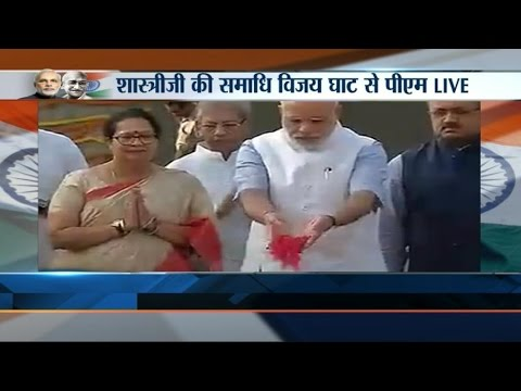 PM Narendra Modi Pays Floral Tribute To Lal Bahadur Shastri At Vijay Ghat - India TV