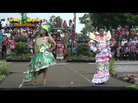 Green And Recycle Fashion Week - Pantai Boom Banyuwangi