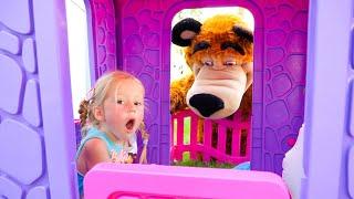 Nastya e pai constroem uma nova casa de brinquedos