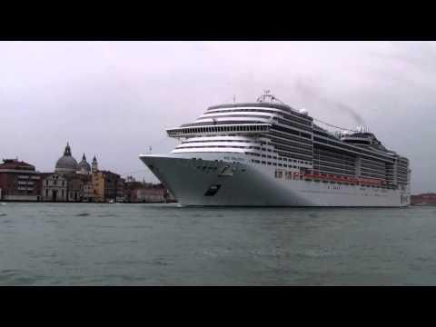 MSC PREZIOSA   Entra  in Laguna  di  Venezia per la prima volta 05/04/2014