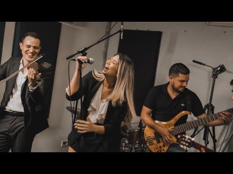 Download Horas (Jorge Drexler) / Todos Tenemos Un Amor (La Mosca Tse Tse) - Medley (En Vivo)