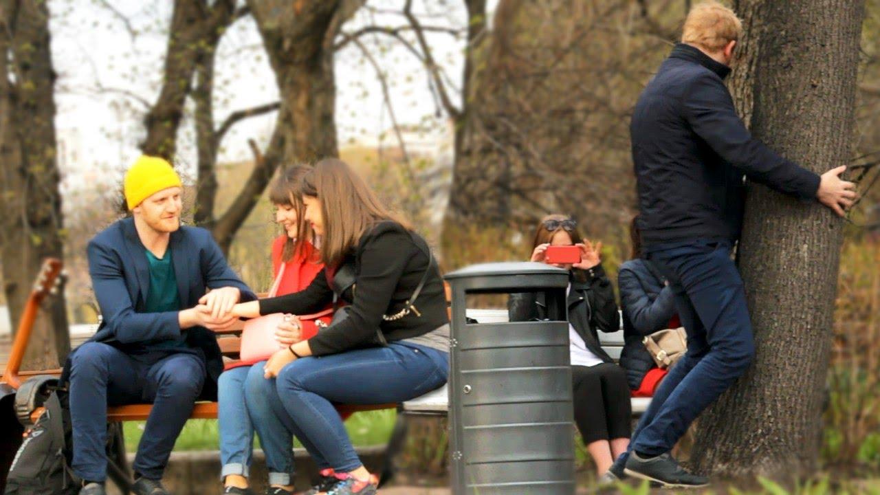 Девки показывают себя в парке видео фото 129-810