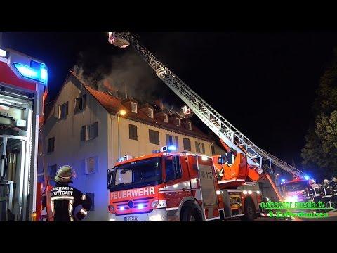 OFFENER DACHSTUHLBRAND | Flammen & Rauch | [Zwei Drehleitern im Löscheinsatz] - [E]