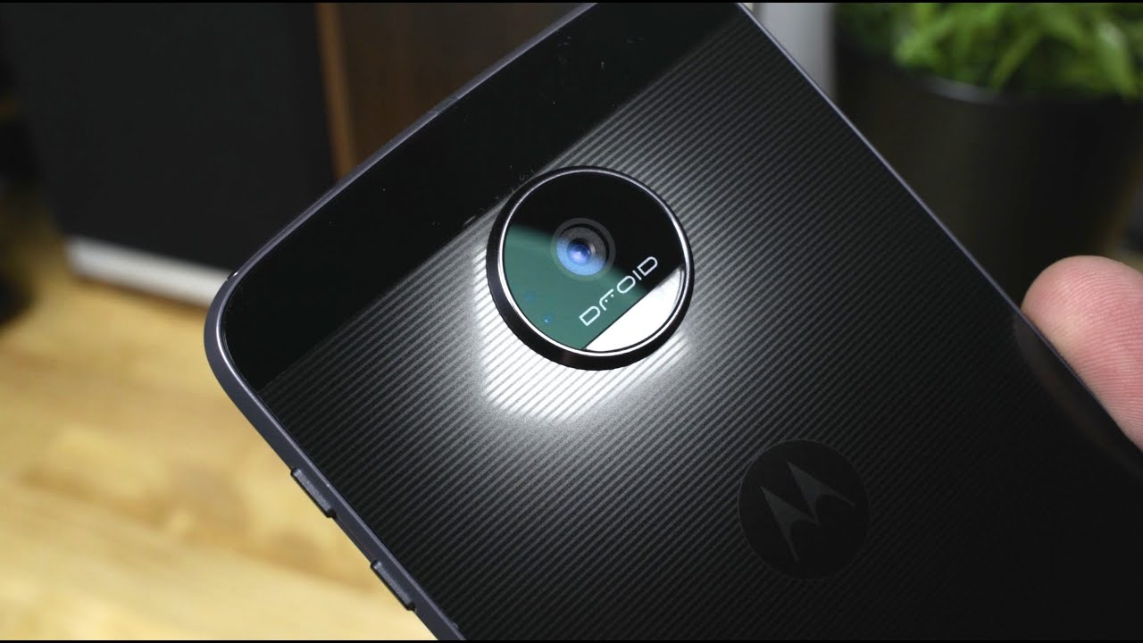 First Look Moto Z Z Force and Moto Mods Projector Speaker Battery