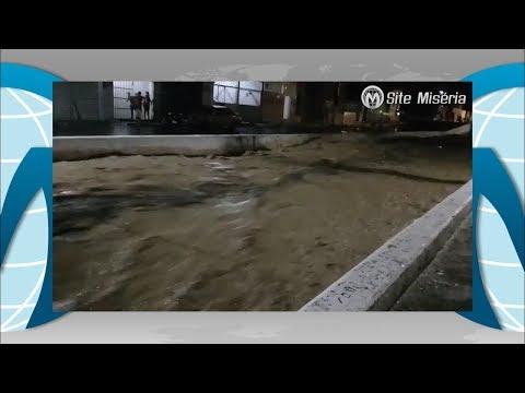 Crato - CE : Canal transborda e ruas do centro são alagadas com grande chuva