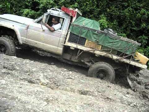 camion cargado subiendo jeep 3000....4x4