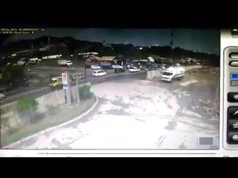 Kecelakaan orang ditabrak truck tangki di cigading