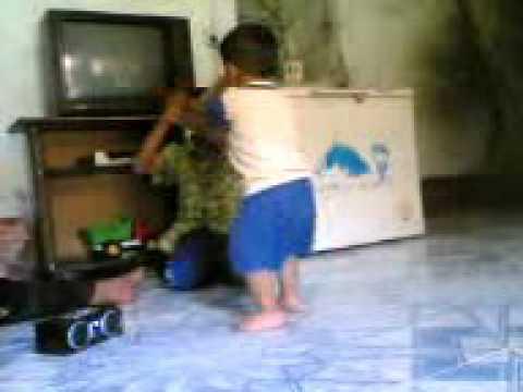 احلى رقص طفل عراقي thumbnail