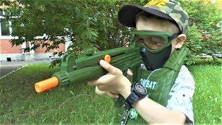 Макс открывает военный набор и оружие игрушки для мальчиков Видео для детей