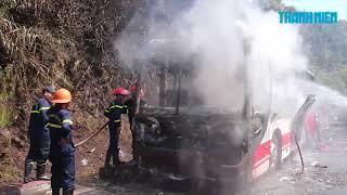 Chiều 30 Tết, xe khách cháy kinh hoàng trên đèo Hải Vân