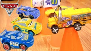 Disney Cars 3 Revvin Action Piston Cup Vs Thunder Hollow Crazy 8 Crashers