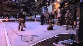 Захват здания местной ГА в г. Краматорск (Донецкая область, Украина) российскими оккупантами.(, 2014-04-14T07:34:12.000Z)
