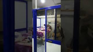 فيديو.. 'حلاق' يقص شعر المرضى داخل غرفة العناية المركزة بمستشفى السويس