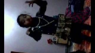JHUMKA GIRA REY BAREILLY K BAJAR MEY (DANC BY A CUTE INDIAN LITTLE GIRL)