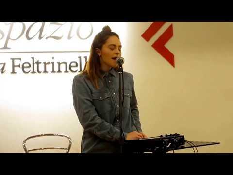 Francesca Michielin - Io non abito al mare - Live la Feltrinelli Librerie (Napoli 20-01-2018)