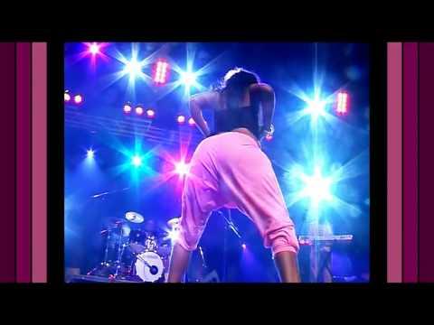 Congo Koffi Olomide Dancing Girls Live at Zenith Paris 01