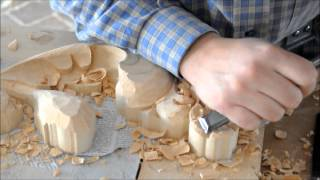 Tallista Álvaro Berrocal talla en madera
