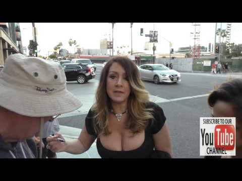 Joely Fisher Greets Fans At The Cabaret Opening Night At Pantages Theatre In Hollywood