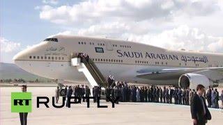 لحظة وصول الملك سلمان إلى تركيا ولقائه الرئيس التركي أردوغان