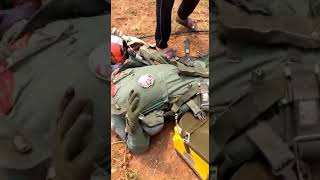 Indian Pilot in injured condition after M16 Jet destroyed by Pakistan Army Breaking video clip