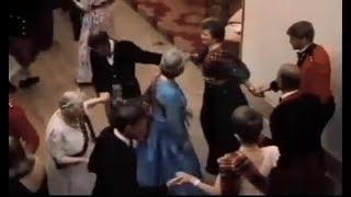 فيديو نادر للملكة اليزابيث وهي ترقص مع الاميرة ديانا