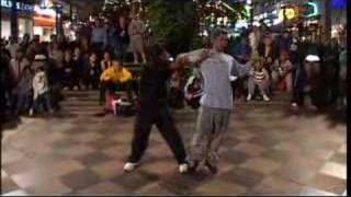 Breakdancing - Double body popping