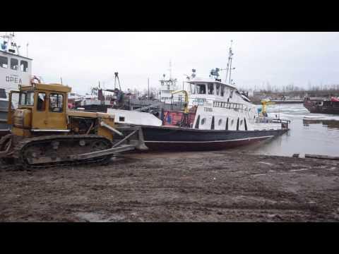 видео: Теплоход сталкивают в воду.mov