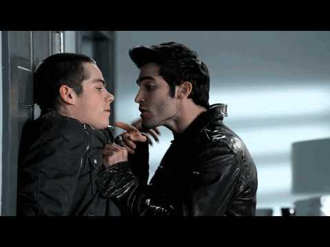 Stiles & Derek in room (отрывок). Стайлз и Дерек контактируют :D