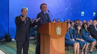 Presidente se emociona ao discursar em culto de acao de gracas