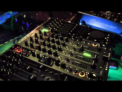 DJ Bolivia - Quick Explanation Of DJ Setup At Pump Nightclub
