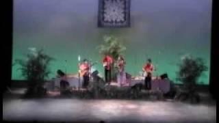 2009年大阪で行われたPOIDOGコンサートでのKolohe-Bandオープニングの模...