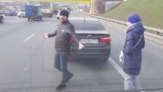 Дтп на МКАДе с участием kia обочиньщиком и газель.