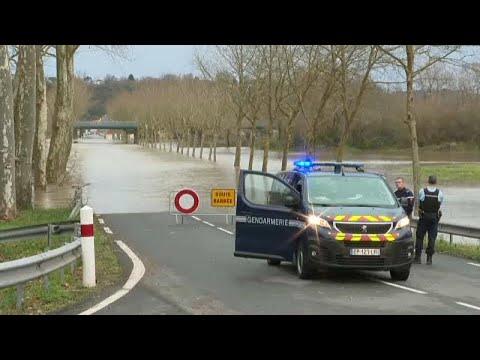 شاهد: فيضانات عارمة ورياح عاتية تجتاح أغلب مناطق فرنسا  - نشر قبل 3 ساعة