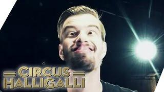 Aushalten: Nicht lachen (Tag Team Edition) Vol. 2 - TEIL 1 | Circus HalliGalli | ProSieben thumbnail