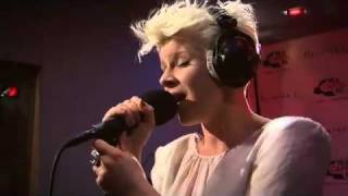 Robyn - Hang With Me ( live at the Rimmel Room)