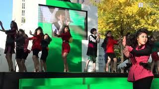 大阪府立登美丘高校ダンス部の生徒らは12日、大阪市中央区で開かれた...