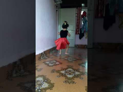Dj wale babu mera gana chala de...baby  dance