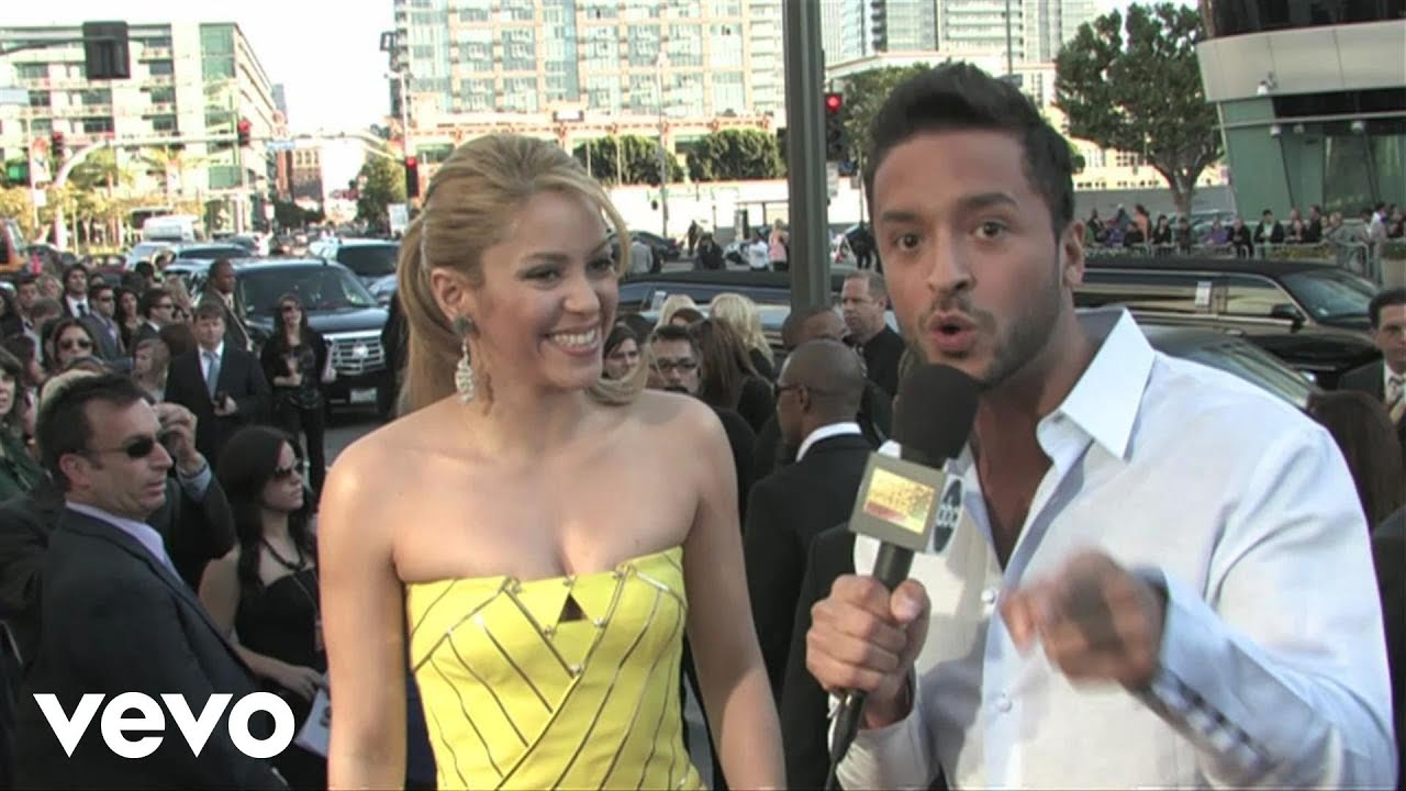 Shakira - 2009 Red Carpet Interview (American Music Awards)