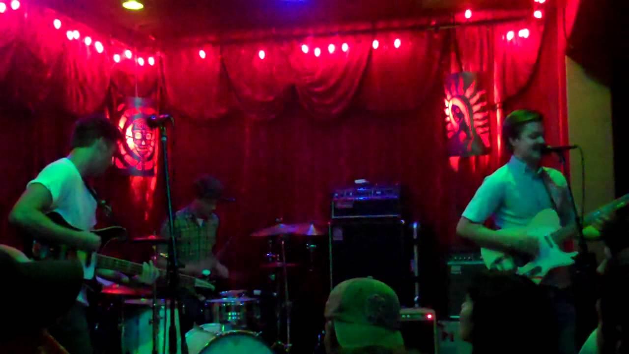 tijuana-panthers-prayer-knees-live-alexs-bar-hd-ben-powell