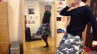 踊りを踊っているよ.