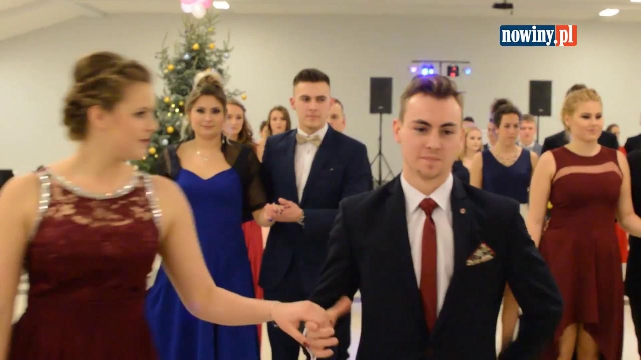 Sportowcy tańczą poloneza. Studniówa ZSOSM Racibórz 2018