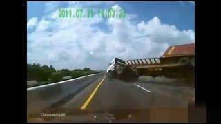 Repeat youtube video 2012・交通事故映像を23連発(パート1)