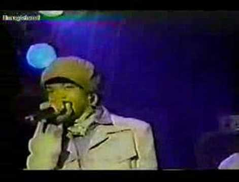 Lauryn Hill LIVE - His Eye Is On The Sparrow - AMAZING