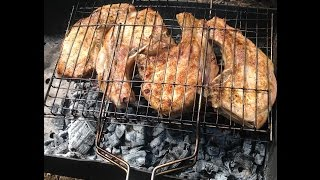 Мясо на решетке на углях