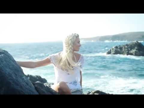 Discover Aruba in style with Fashion Maven McKenna Bleu