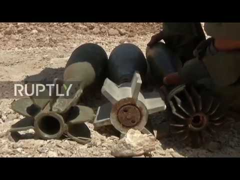 Syria: Russian-trained sappers clear mines in Homs residential areas