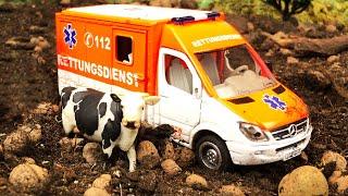 Мультики про машинки Машинка скорой помощи и Вертолет спасают корову